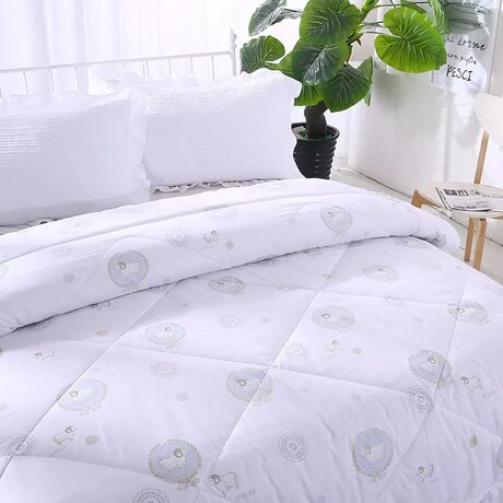 Warm winter bio duvet, in fresh white pattern, with wool filling, 100% cotton outside